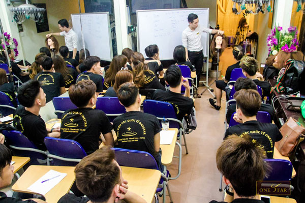 Hình ảnh lớp học tại trường dạy nghề tóc OneStar
