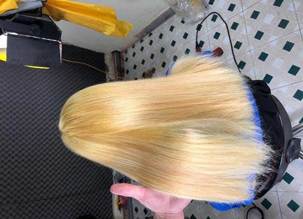 Hình ảnh tóc sau khi tẩy và khử màu.
