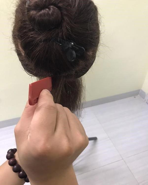 Đặt lược chuẩn để chải mảng tóc