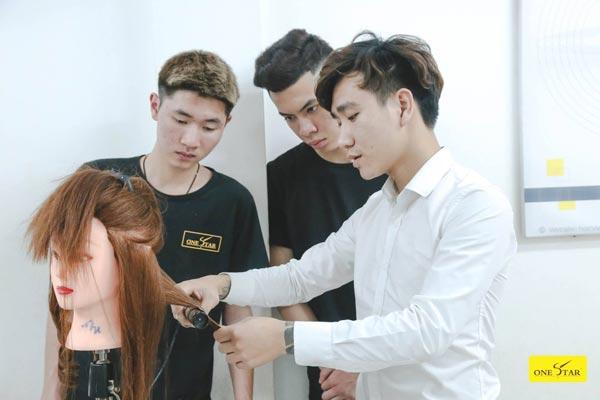 Trước khi muốn theo đuổi nghề tóc bạn cần biết rằng nghề tóc có rất nhiều khó khăn và thử thách