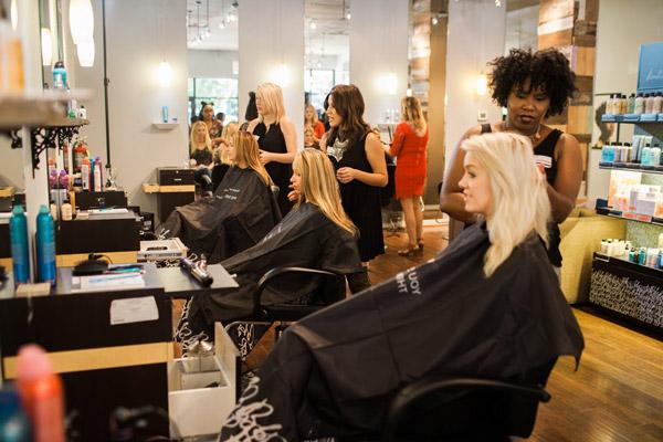 Ảnh: Salon tóc đông khách