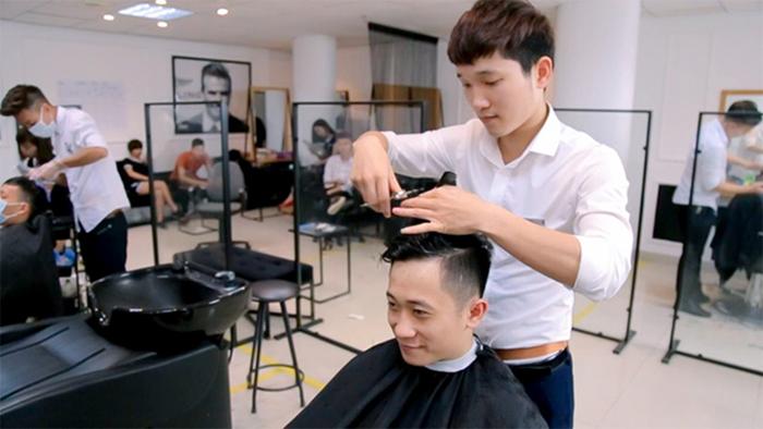 Học cắt tóc ở Điện Biên 2