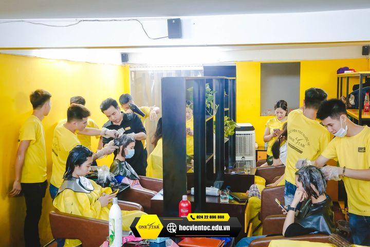 Học cắt tóc ở Điện Biên 4
