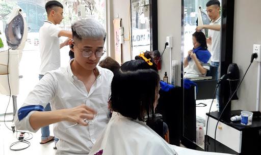 Học cắt tóc ở Hà Giang 2