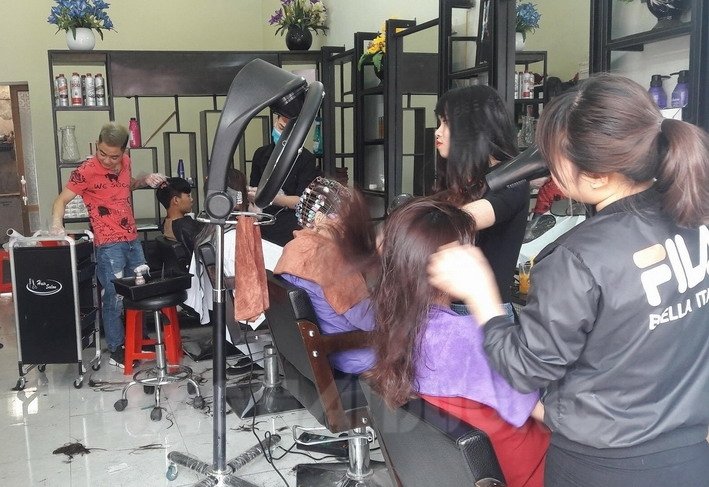 Học cắt tóc ở Hoà Bình 2