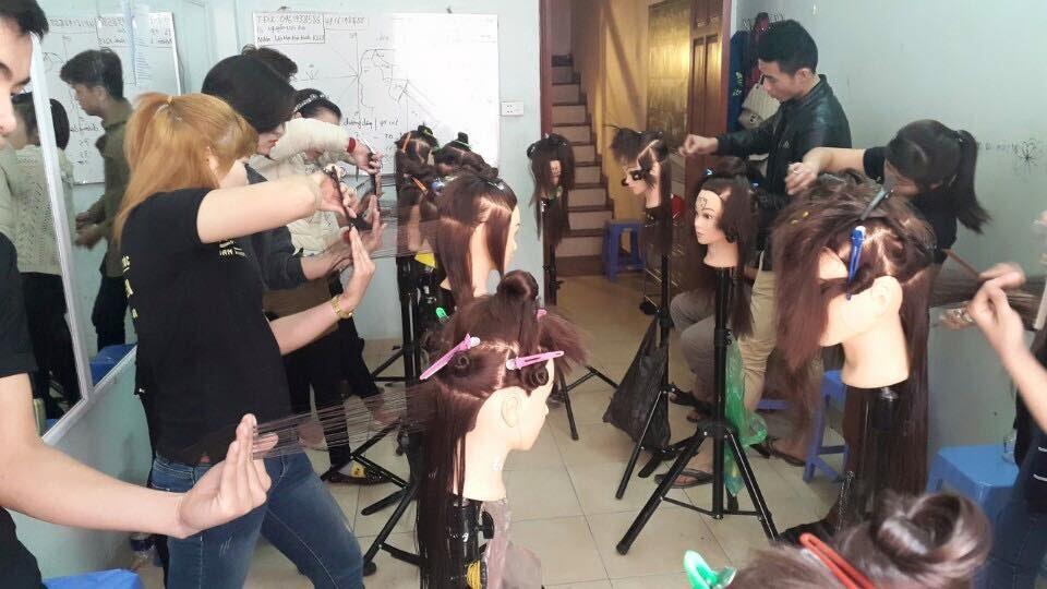 Học cắt tóc ở Hoà Bình 3