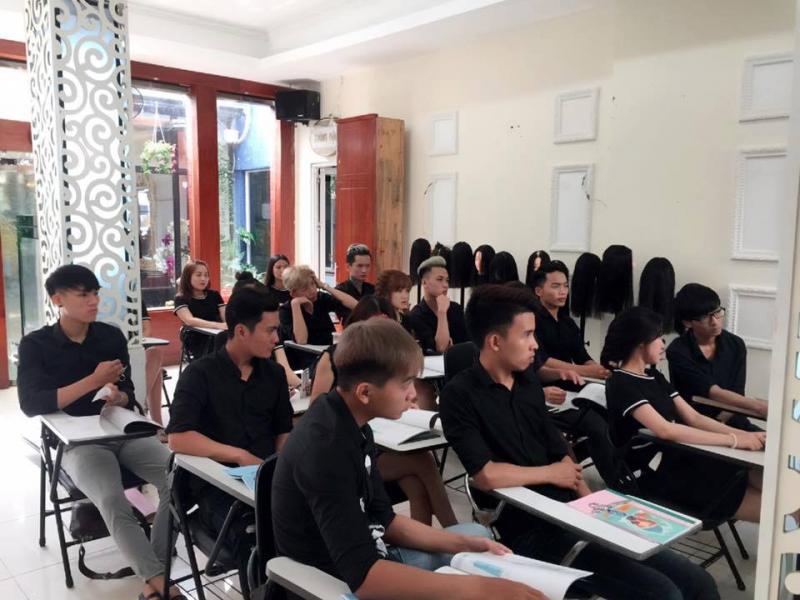 Học cắt tóc ở Lào Cai 3