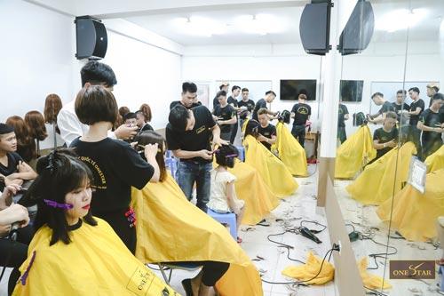 Học cắt tóc ở Sơn La 2